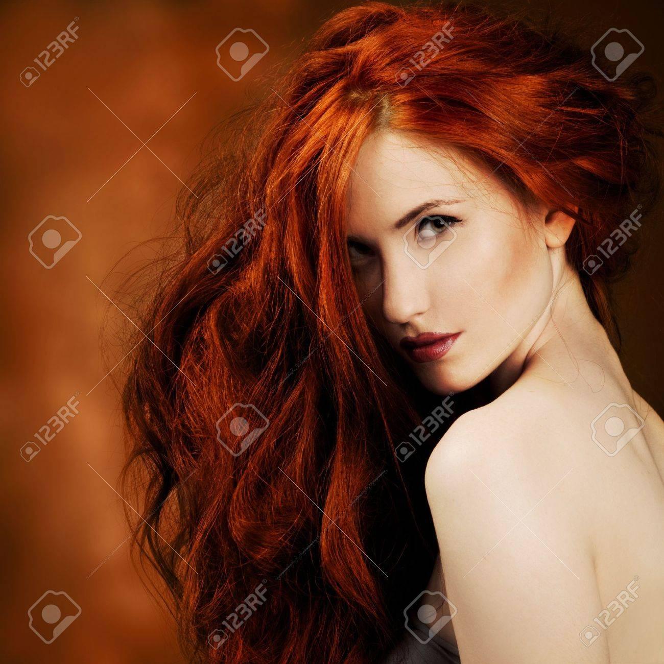 赤髪。ファッションの少女の肖像画 写真素材 , 15018045