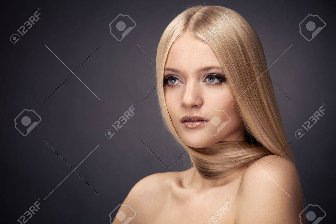 Fashion Blond Girl. Beautiful Makeup and Healthy Hair Stock Photo - 16732217
