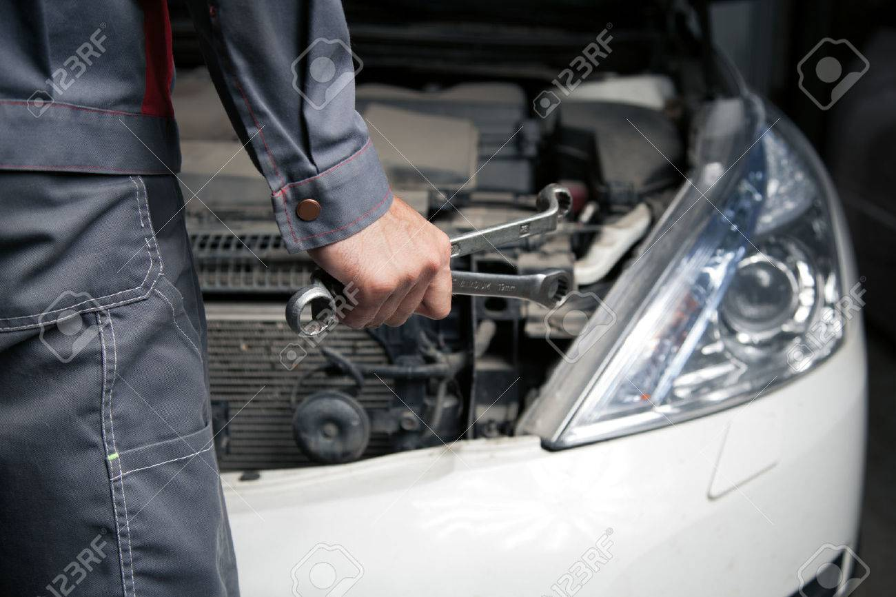 Car mechanic. Auto repair service. - 42489701