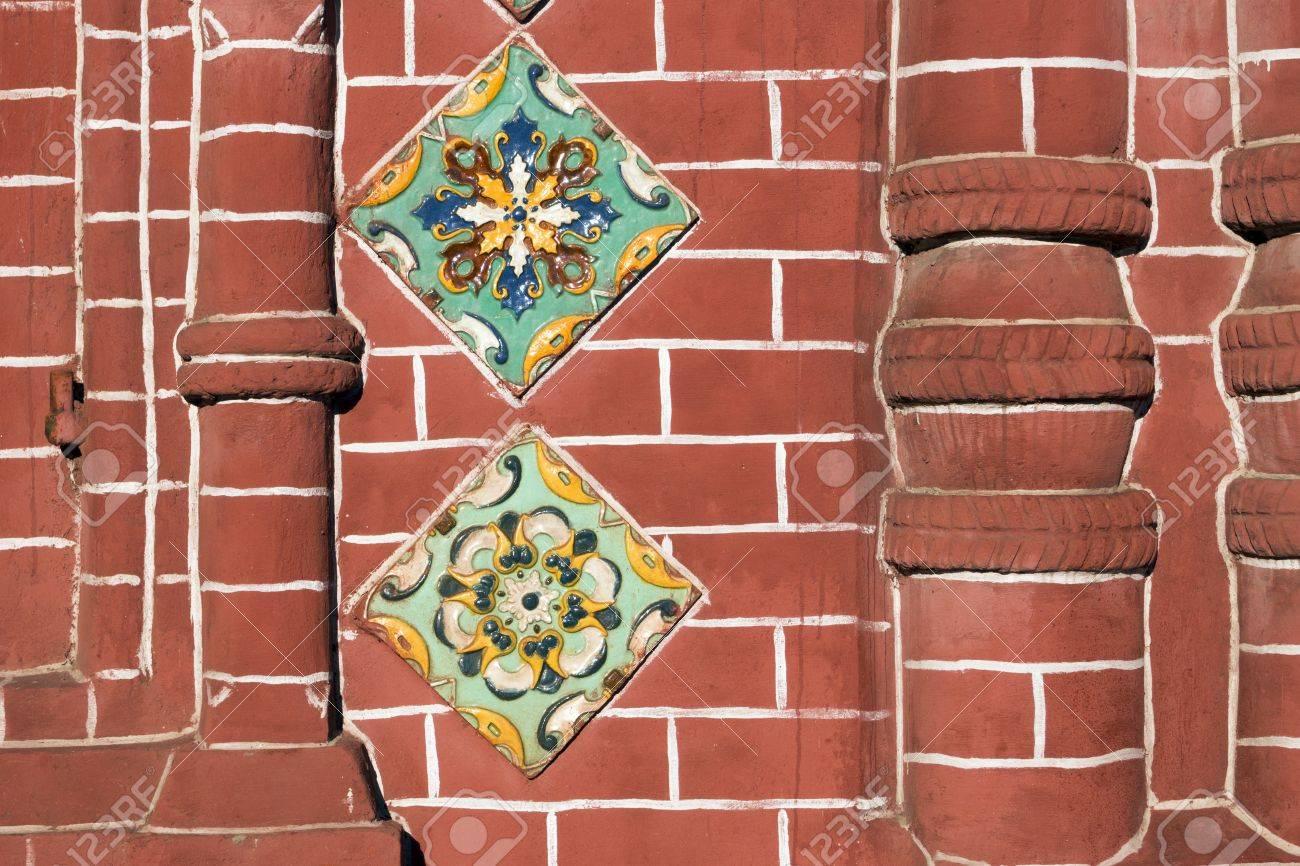 Dettagliata frammento muro di mattoni rossi della antica chiesa