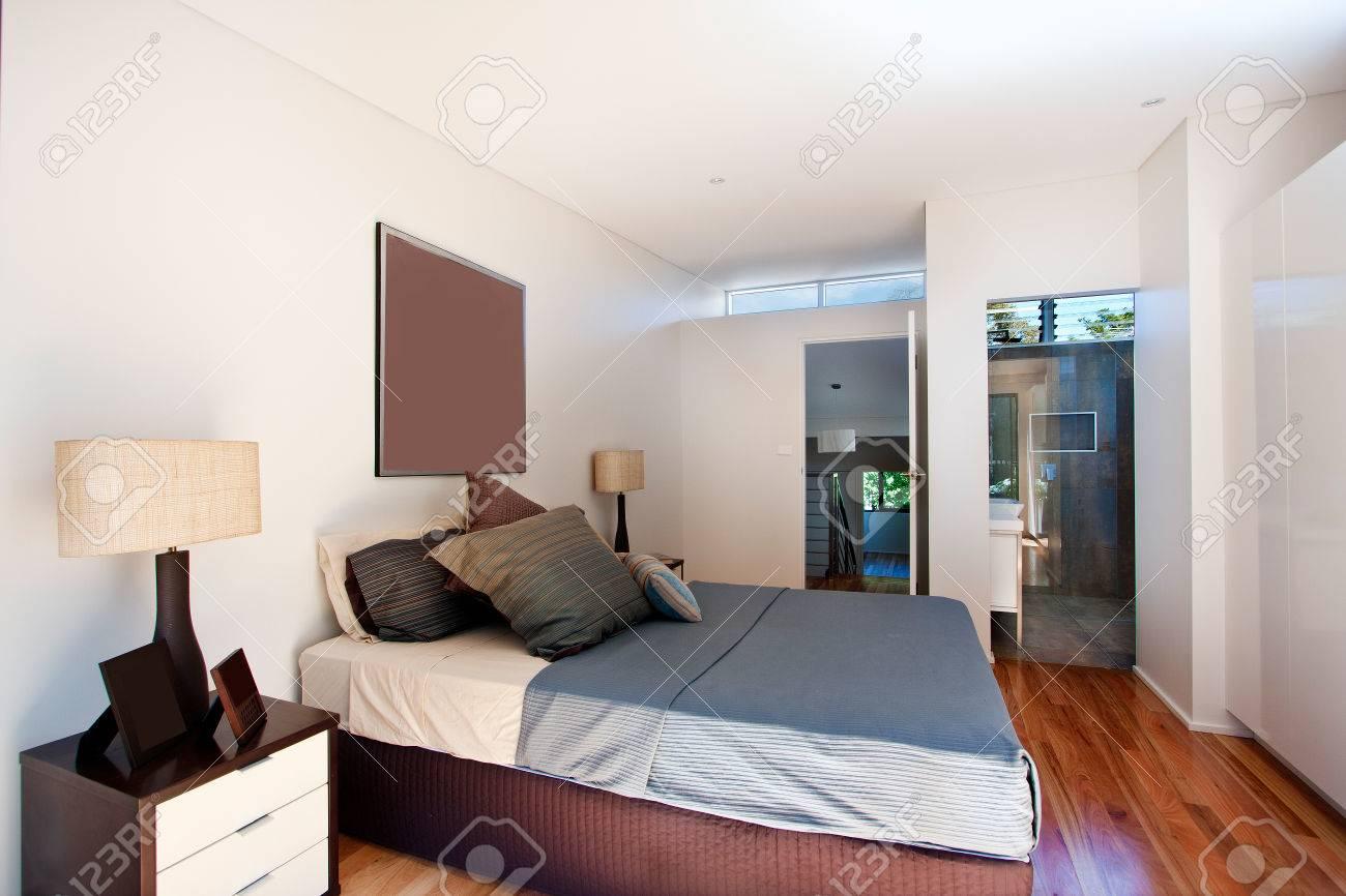 Camera Da Letto Contemporanea Classica : Camera da letto contemporanea e classica in appartamento foto