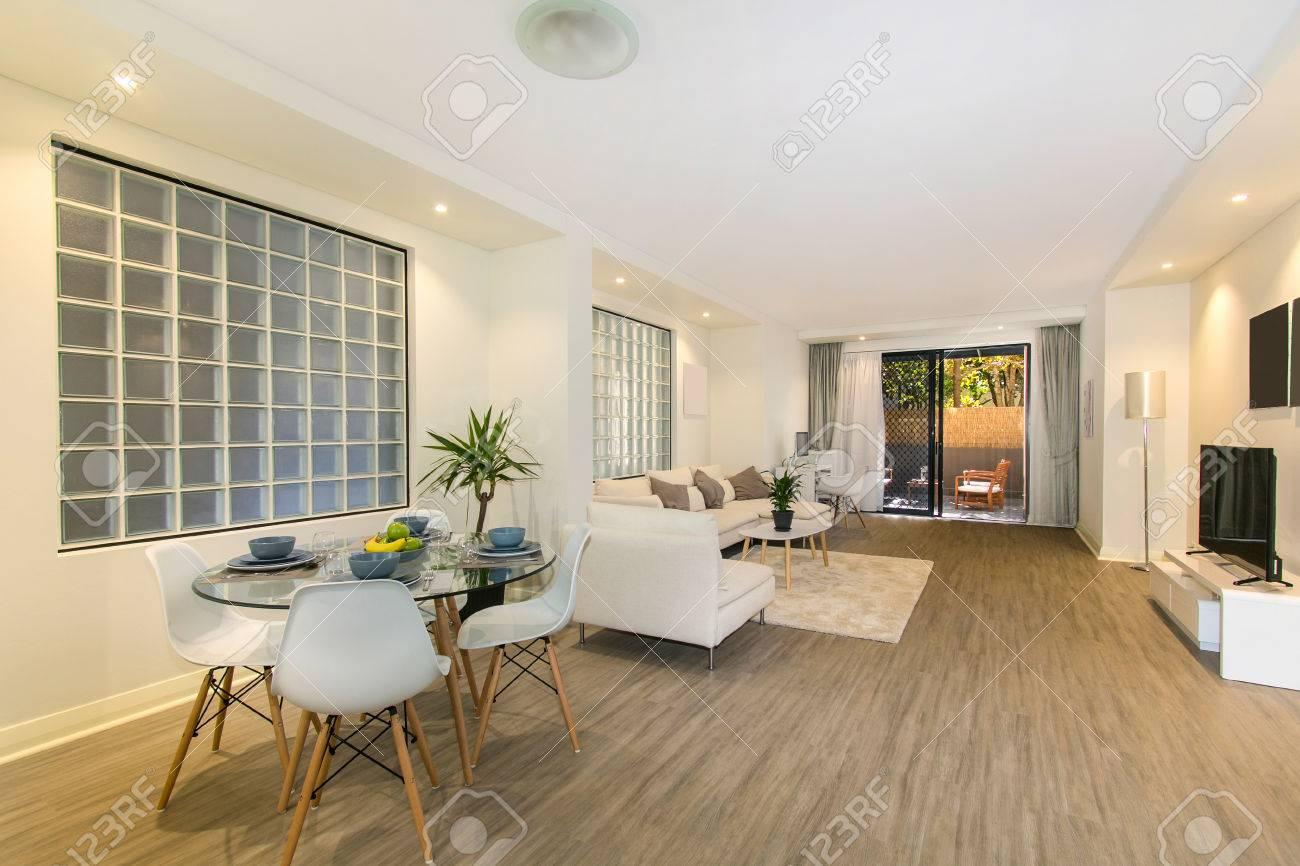 Schöne Wohnzimmer Architektur Stockbilder Lizenzfreie Fotos, Bilder ...