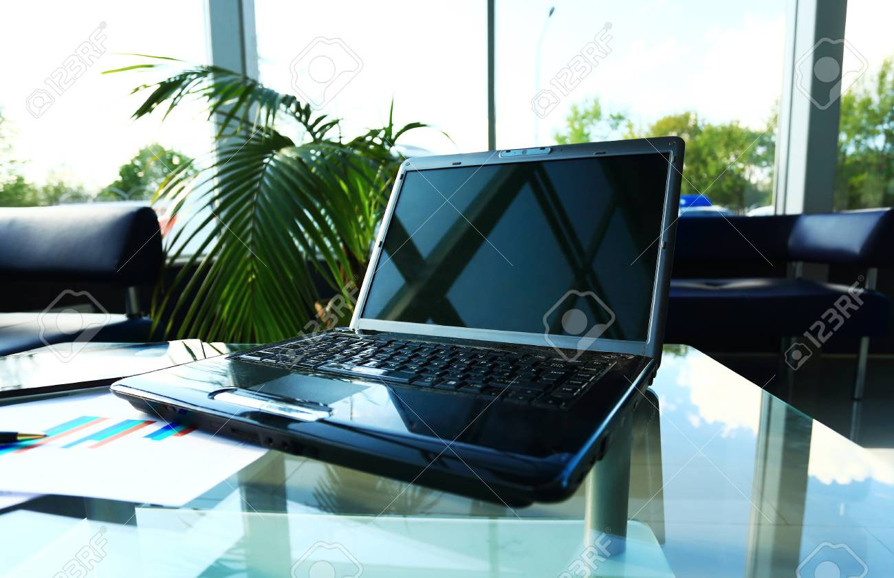 Espace de travail moderne bureau de bureau à la maison avec un