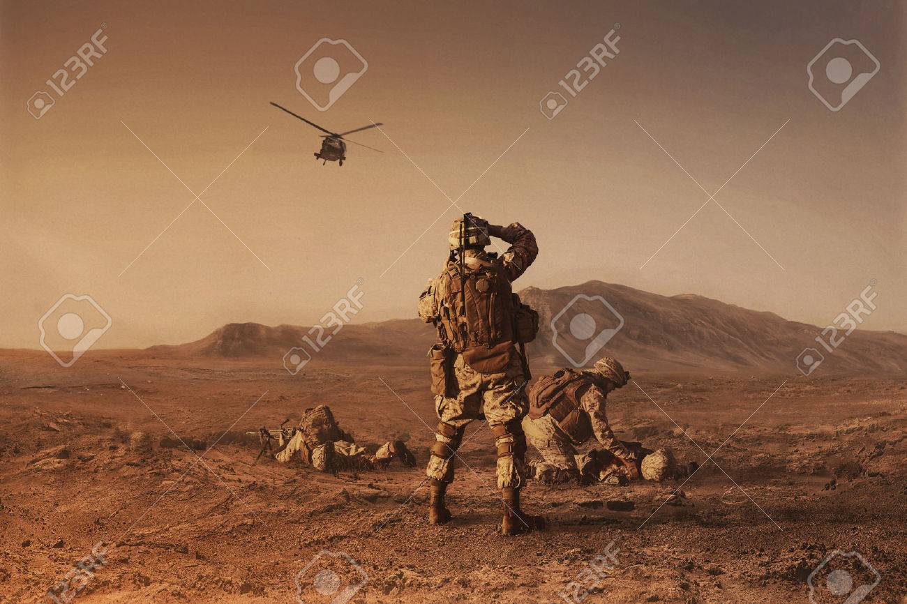 Squad of US marines waiting for medevac bird - 65419763
