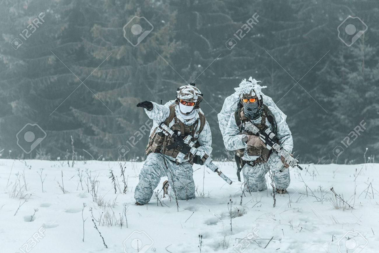 冬の山岳戦。冷たい状態でアクシ...
