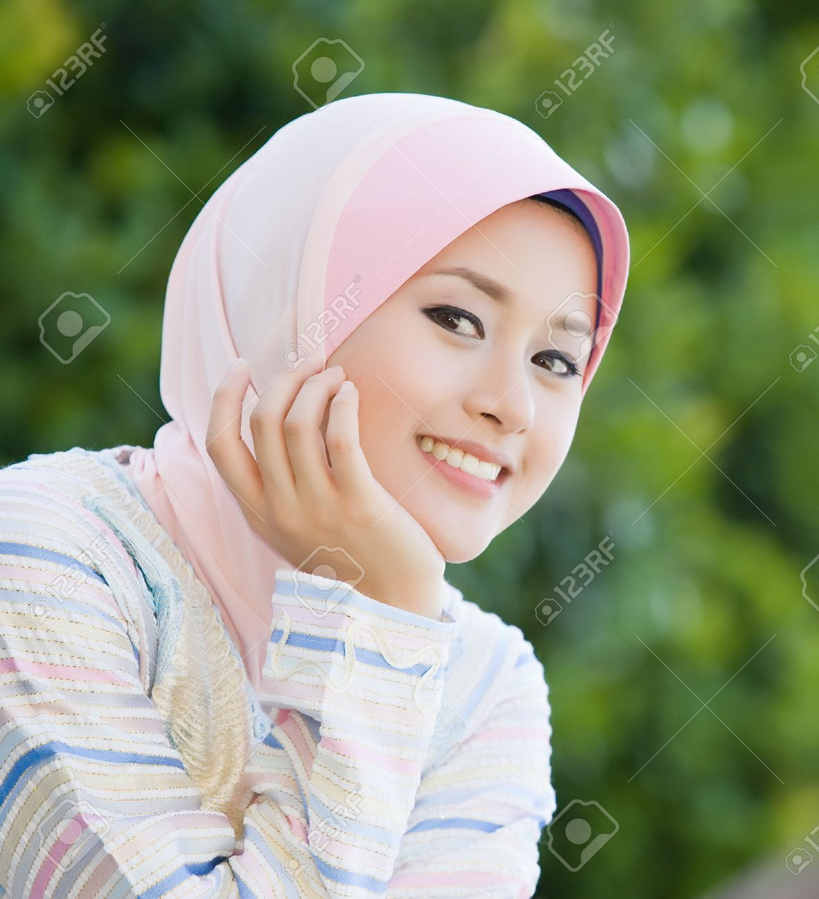 Perfect smiling of the <b>malay girl</b> Stock Photo - 32845039 - 32845039-Perfect-smiling-of-the-malay-girl-Stock-Photo-malay