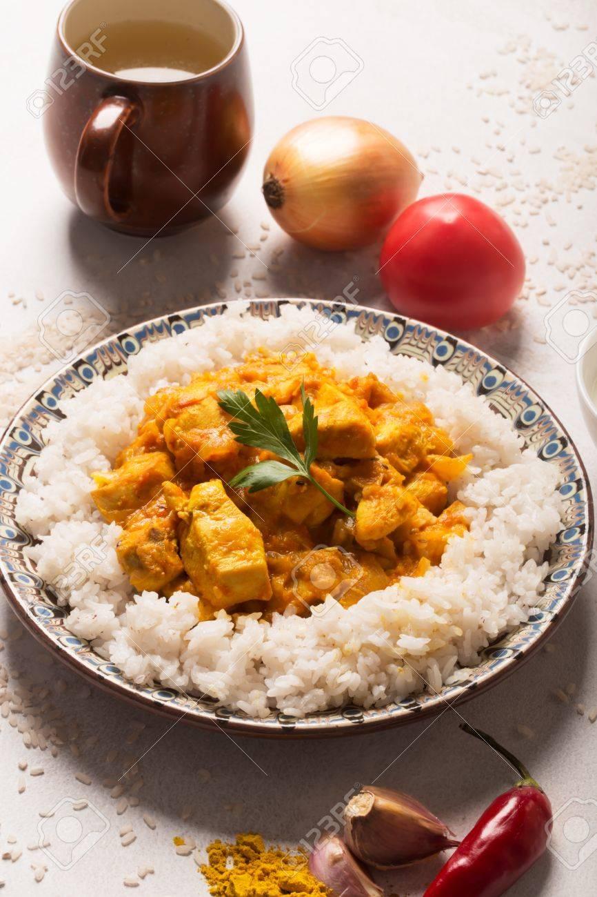 Poulet Au Curry Sur Le Blanc De Poulet Au Curry La Table Avec Du Riz
