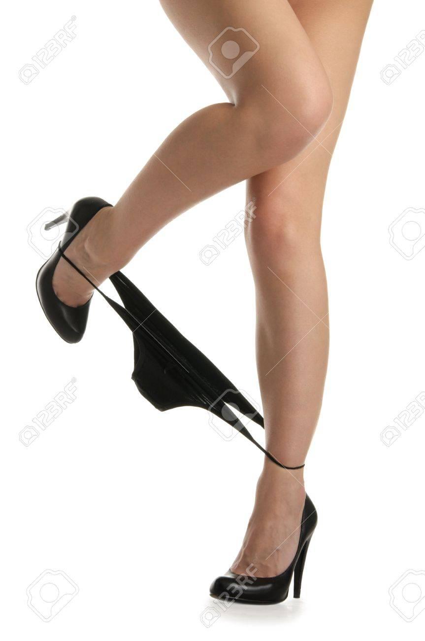Частное фото девочек на коленях со спущенными трусиками 17 фотография