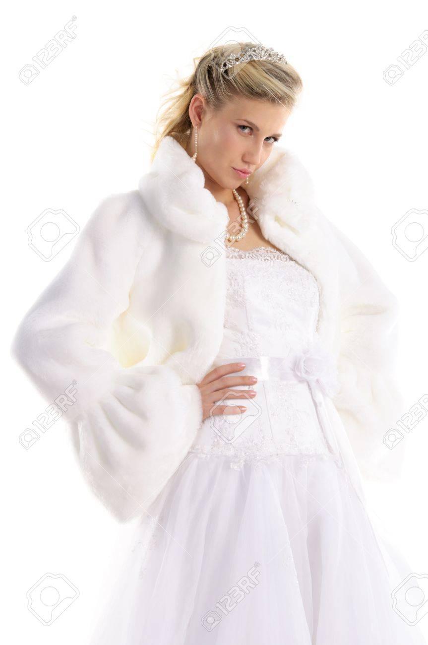 Schöne Braut In Einem Hochzeitskleid Und Fell Lizenzfreie Fotos ...