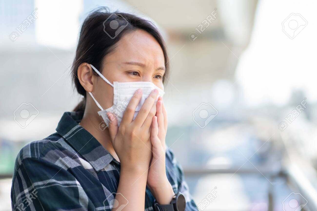 Woman wearing face mask protect filter against air pollution (PM2.5) or wear N95 mask. protect pollution, anti smog and viruses, Air pollution caused health problem. environmental pollution concept. - 138550773