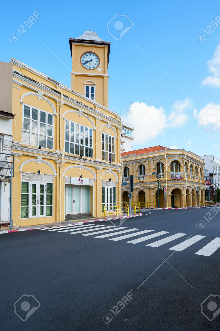 Phuket old town with Building Sino Portuguese architecture at Phuket Old Town area Phuket, Thailand. - 171250059