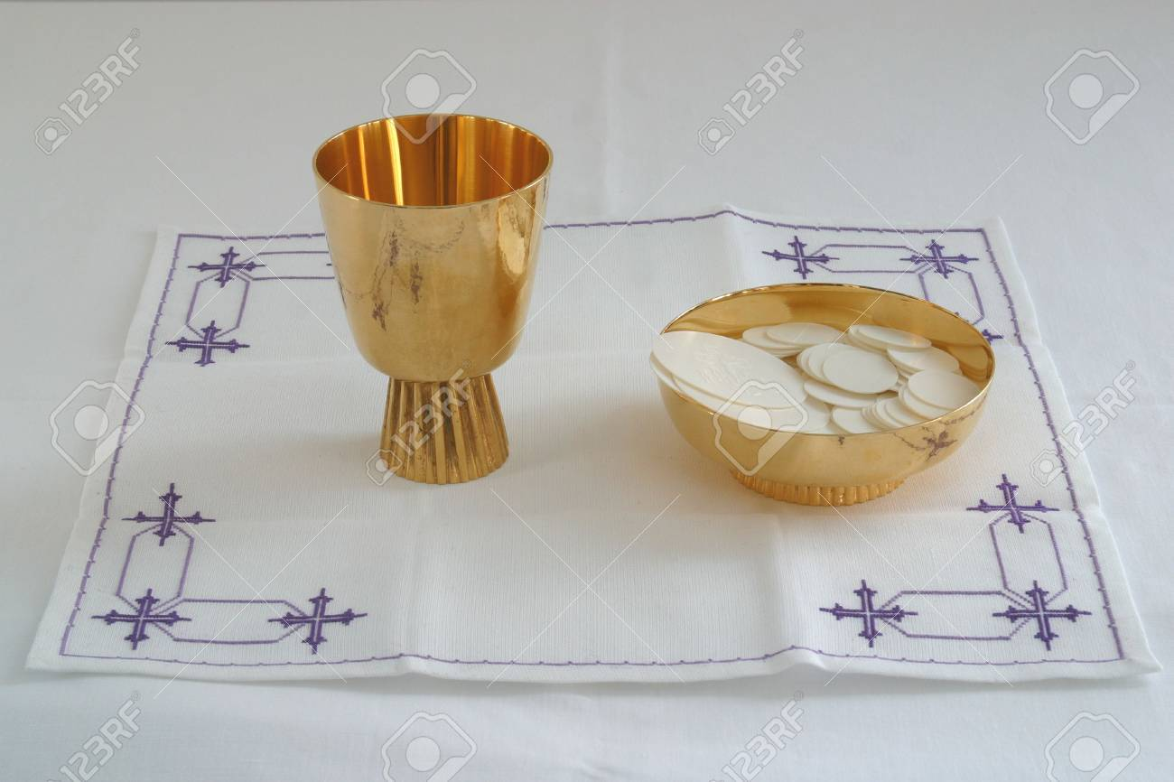 Gold chalice Stock Photo - 6432759
