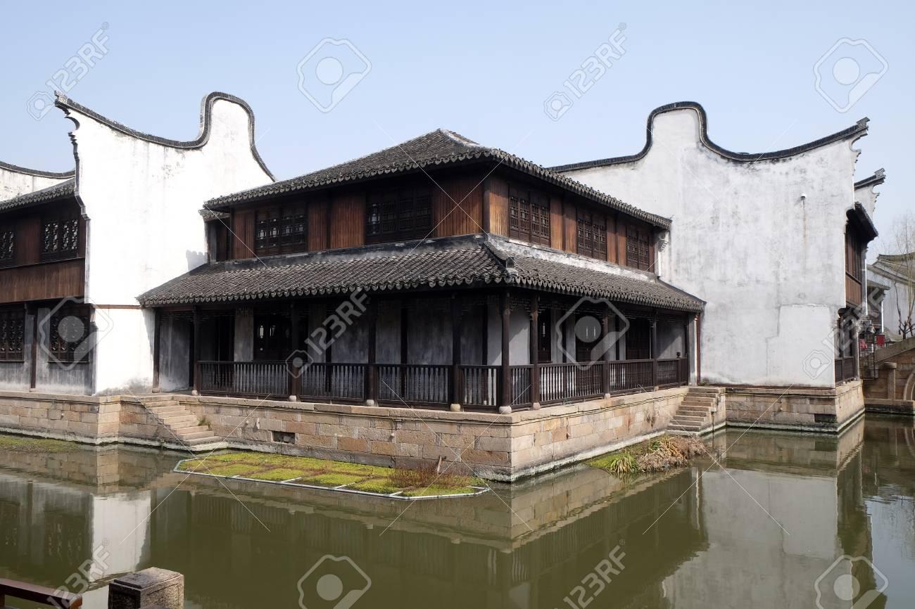 Case Tradizionali Cinesi : Case tradizionali lungo il canal grande antica città di yuehe nella