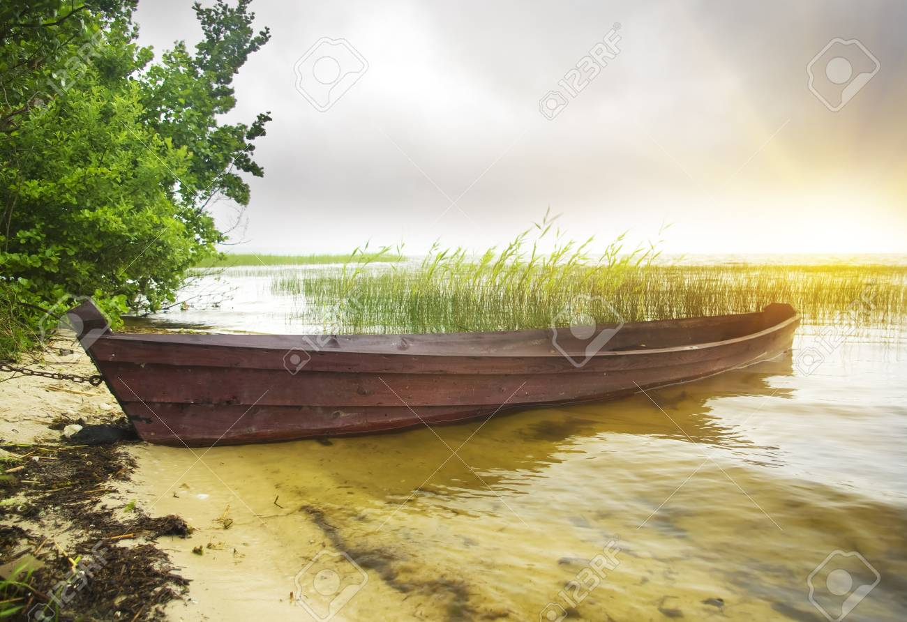 Boat at coast against a coming nearer thunder-storm Stock Photo - 11304840
