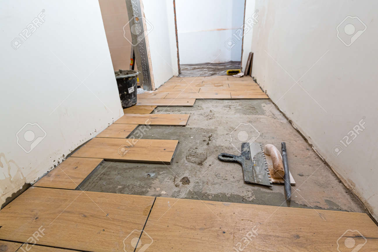 Process of installation of parquet tiles or laminate in apartment is under construction, remodeling, renovation, overhaul, extension, restoration and reconstruction. - 170616686
