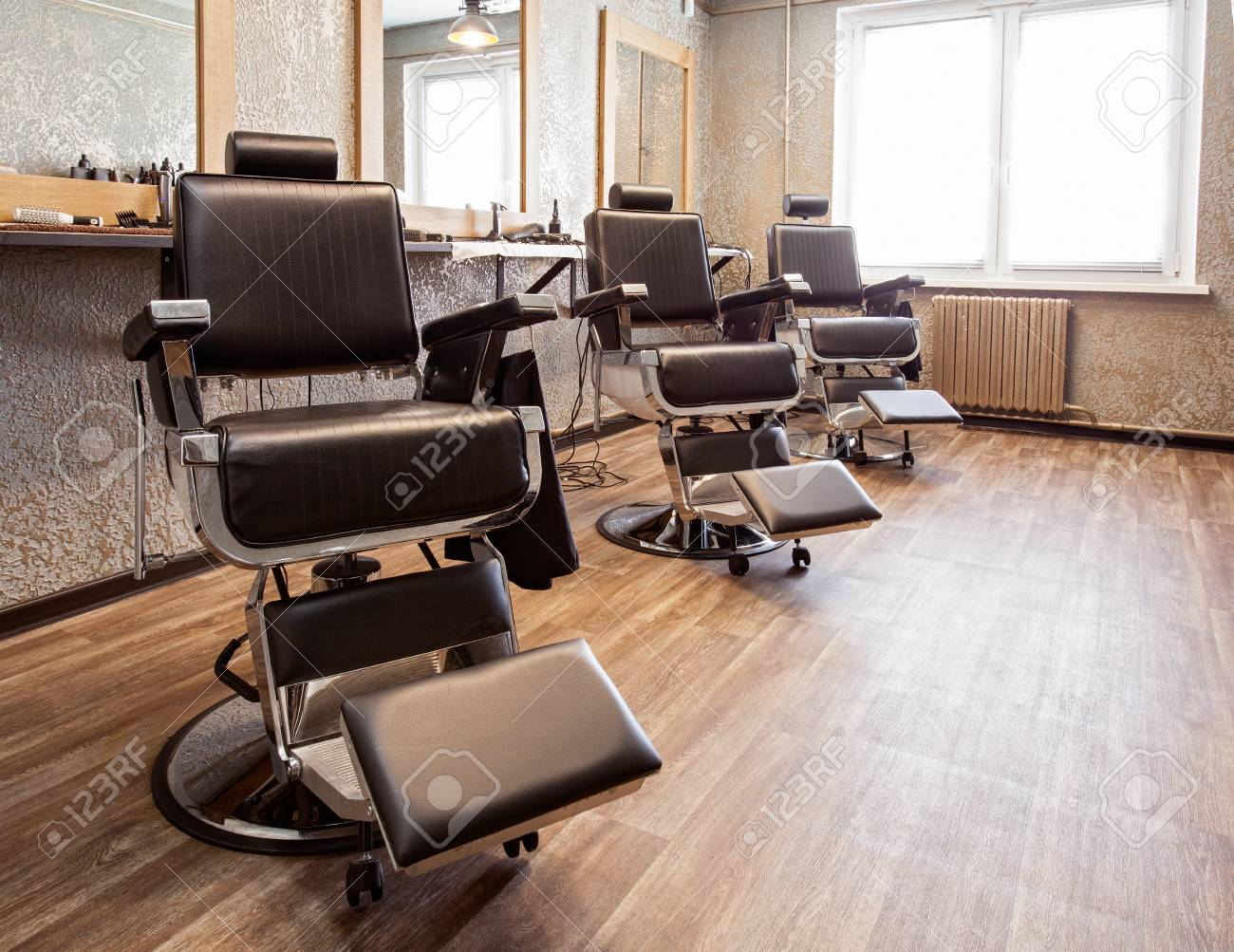 Lieu de travail. Intérieur d\'un salon de coiffure, des fauteuils pour les  clients