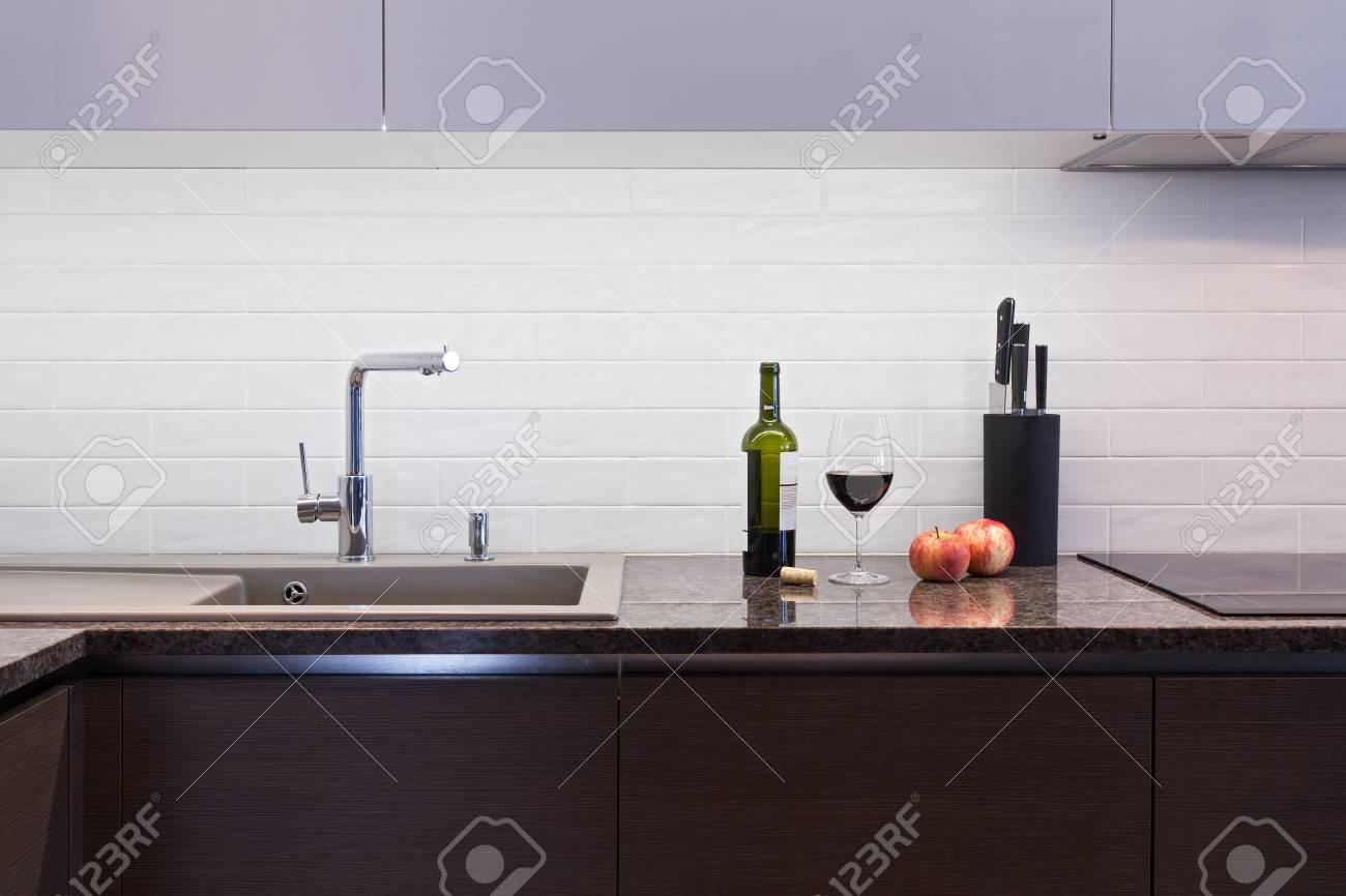 Cuisine Moderne Still Life Une Bouteille De Vin Et Un Verre De Vin