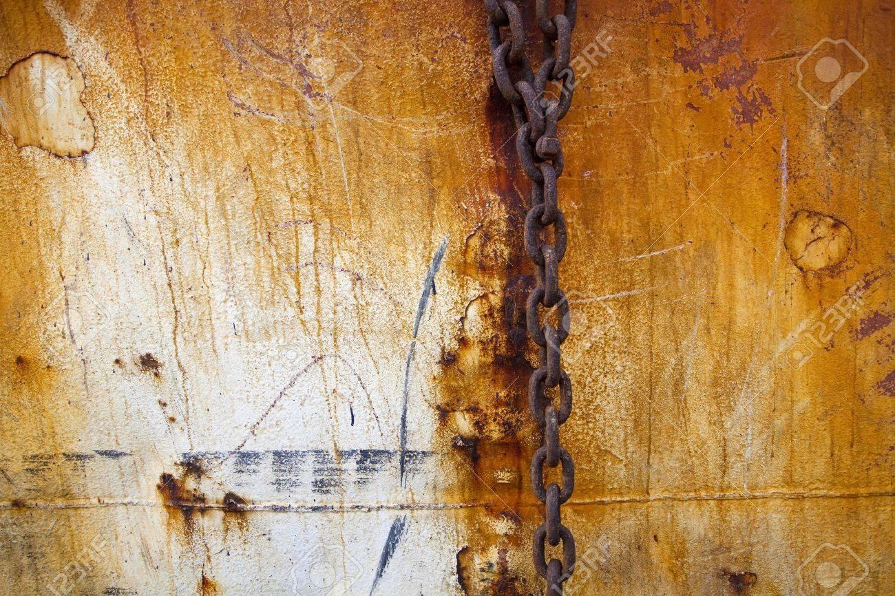 rusty old steel chain Stock Photo - 10269678
