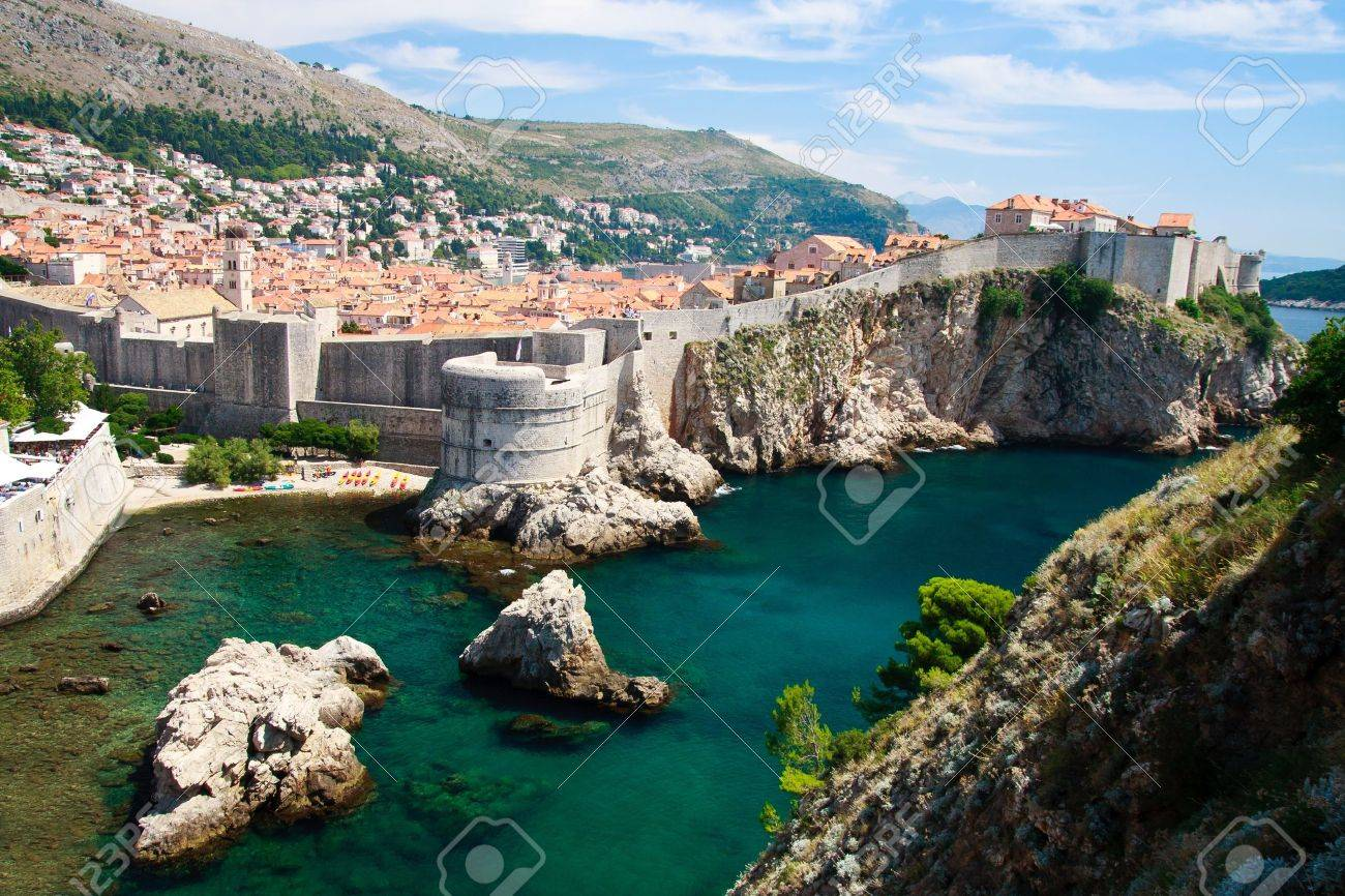 Dubrovnik scenic view on city walls Stock Photo - 9455452