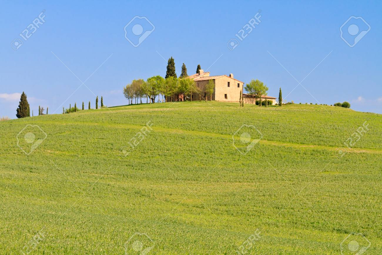 Picturesque tuscan farm house before blue sky, Italy Stock Photo - 9569828
