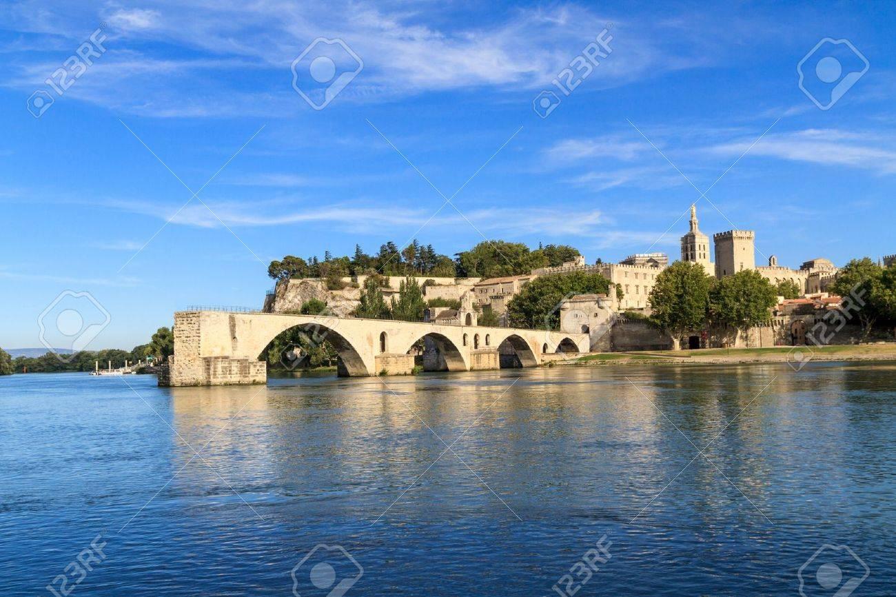 アヴィニョン橋と教皇宮殿、ポン...