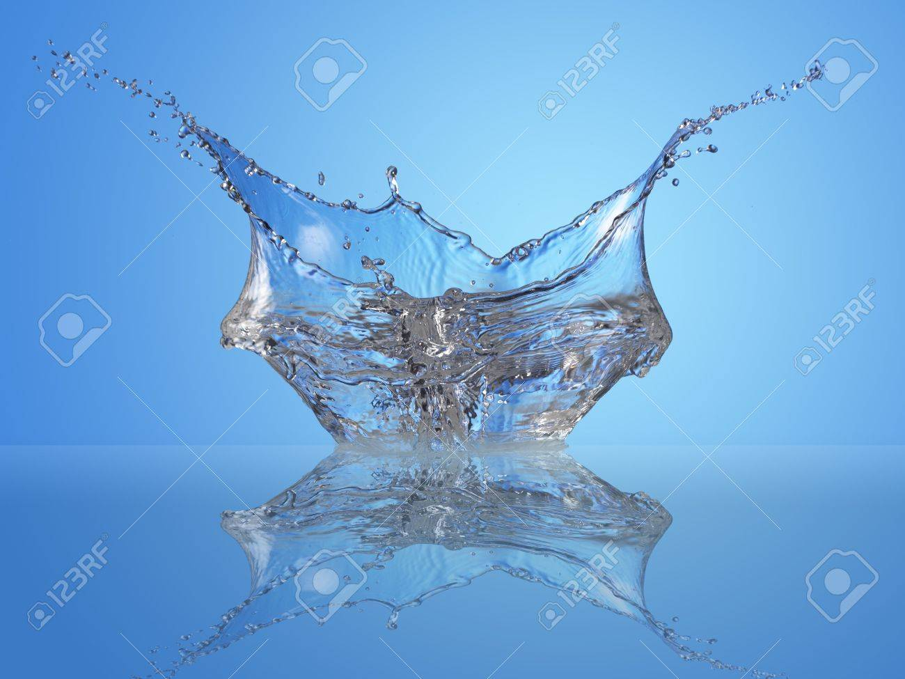 Nice splash reflected on water Stock Photo - 3323406