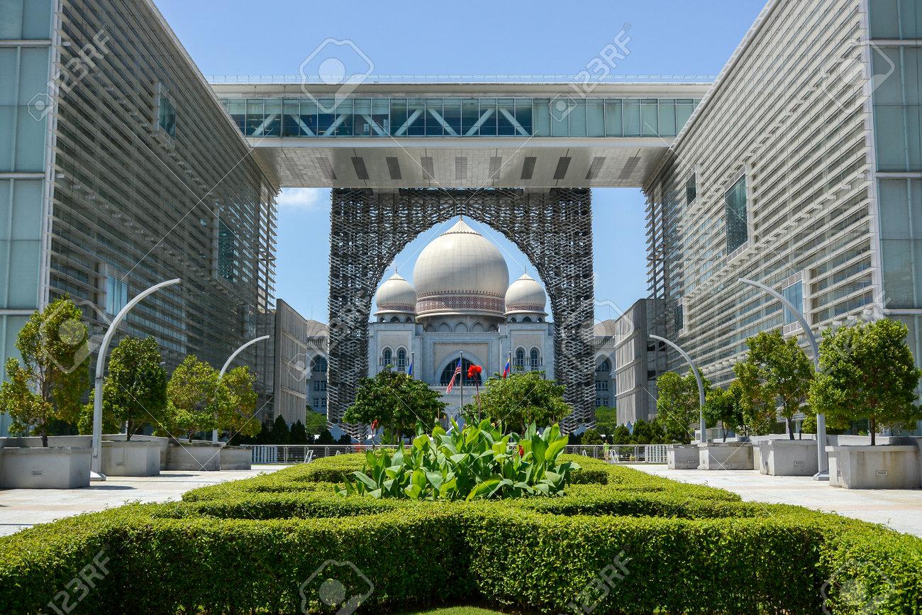 PUTRAJAYA, MALAYSIA - MAY 25, 2015 : Palace of Justice Istana Kehakiman in the Federal centre of Malaysia on May 25, 2015 in Putrajaya, Malaysia. - 42532725