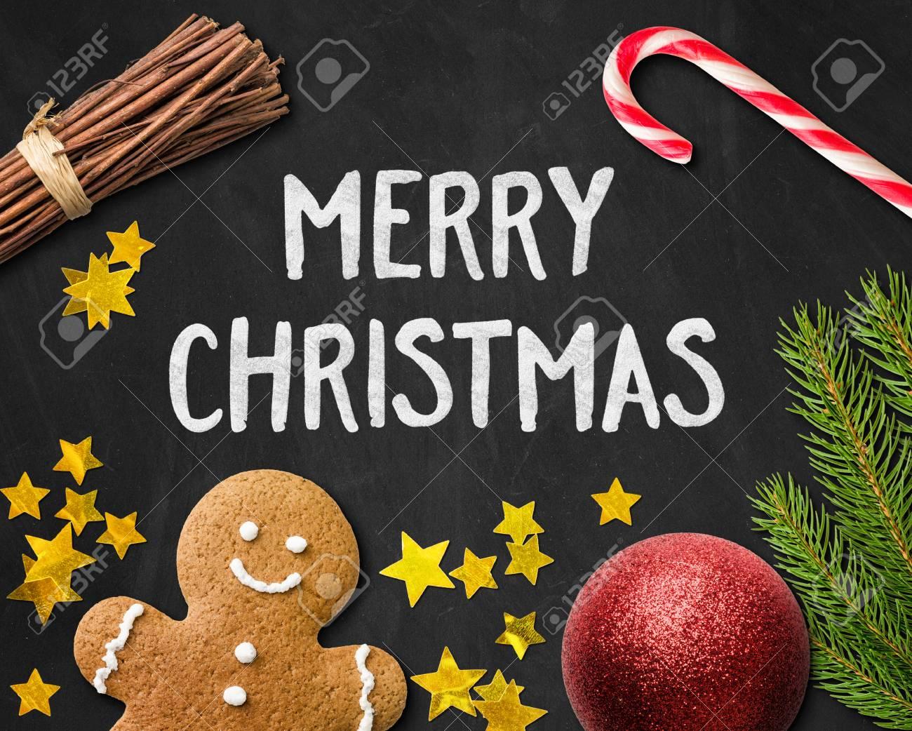 Carte De Noël Avec Un Homme En Pain D'épice Et De Décorations De