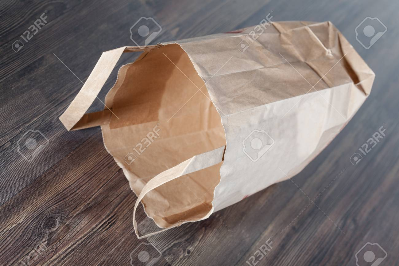 Empty shopping paper bag Stock Photo - 16911457