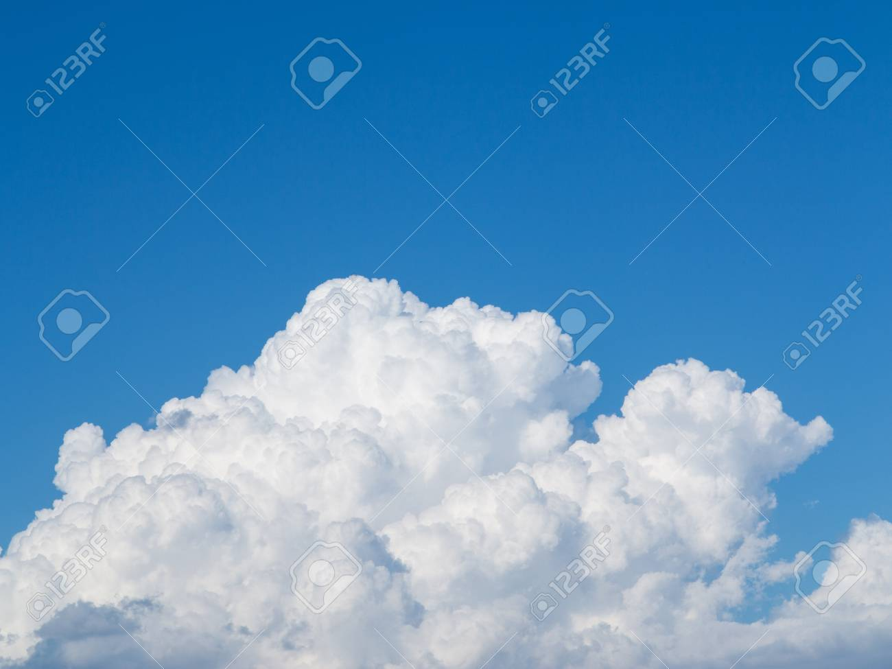 Beautiful fluffy cloud in clear blue sky Stock Photo - 16971801