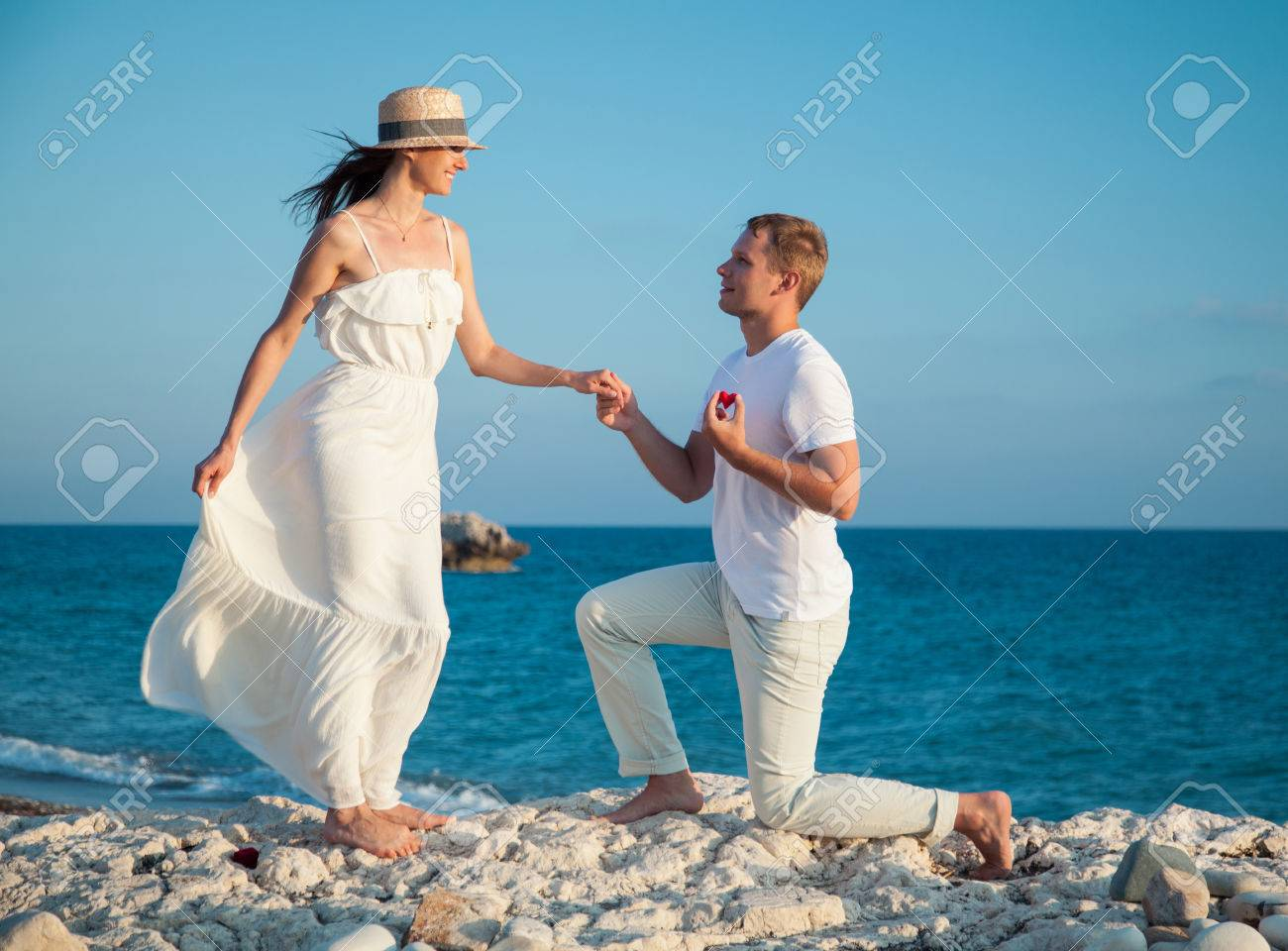 Young man proposing marriage to happy young woman, sea background - 42263593