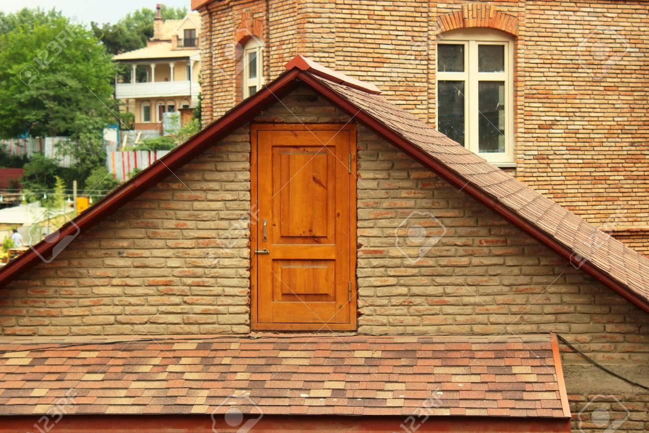 Beliebt Tür Auf Dem Dachboden Lizenzfreie Fotos, Bilder Und Stock SC33