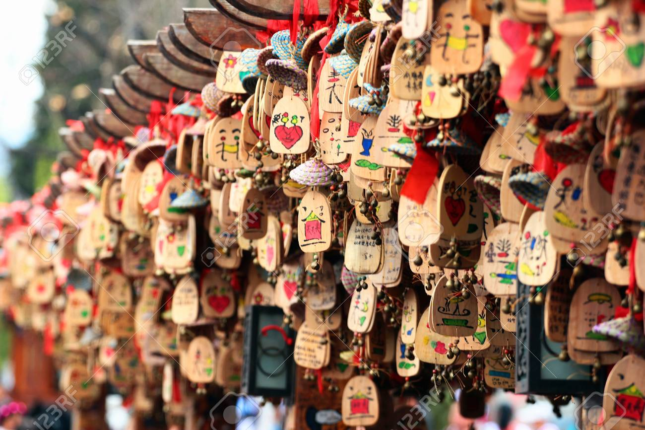 Suveniri - Page 13 67728333-lijiang-china-march-8-2012-handmade-souvenirs-on-display-at-lijiang-old-town-popular-tourist-destina