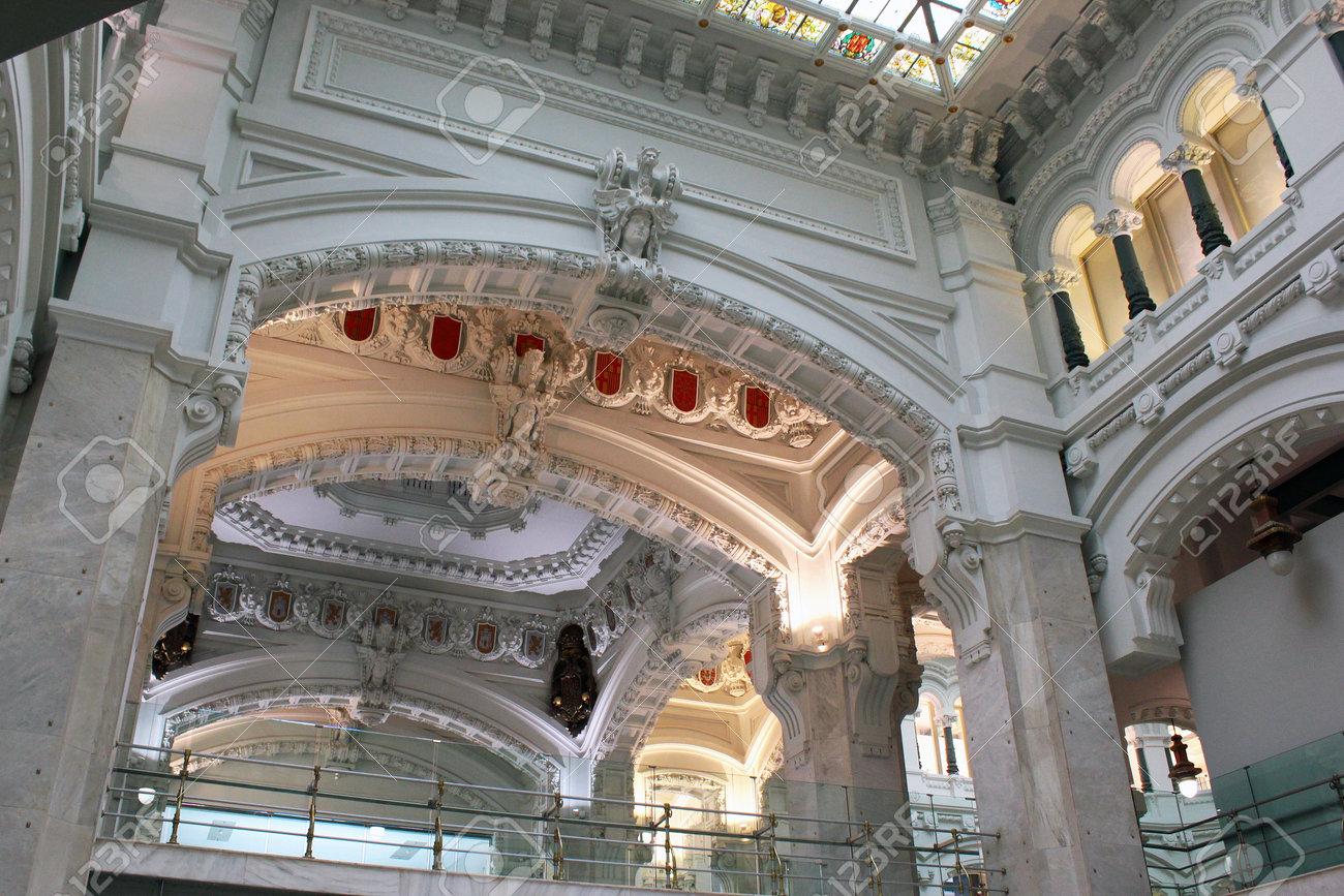 Madri Espanha 14 De Dezembro De 2016 Interior Do Palácio De Cybele Palacio De Cibeles Aberto Em 1919 Como Estação De Correios Agora O Conselho