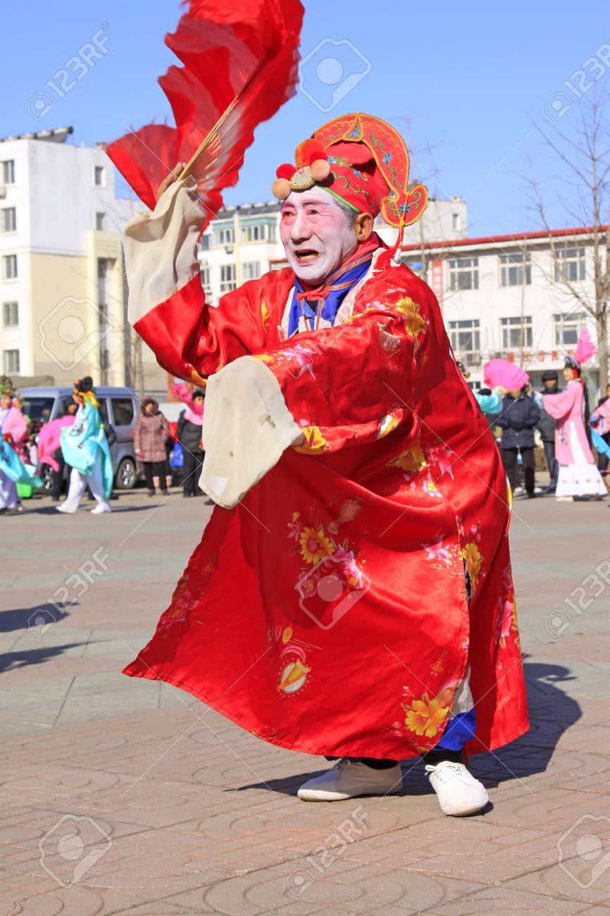d86337d0c LUANNAN COUNTY - FEBRUARY 9: Old man wearing colorful clothes, performing  yangko dance in