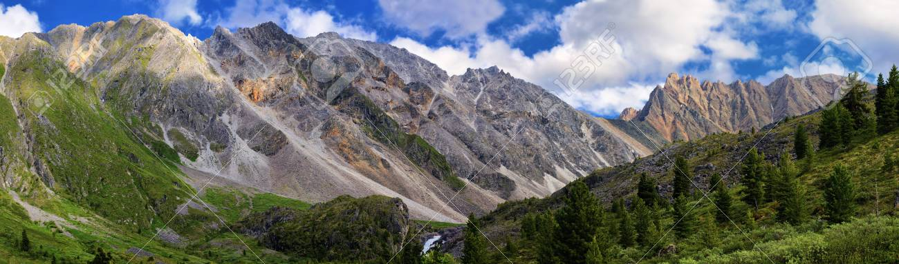 A view of the mountain range in the Eastern Sayan Stock Photo - 15100202