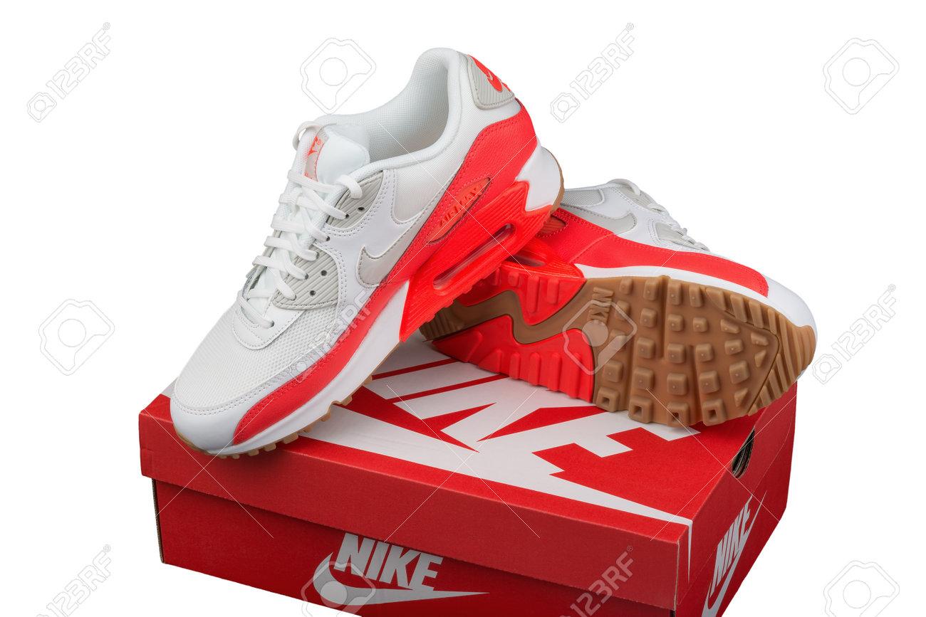 code promo 1ee34 feaf0 BURGAS, BULGARIE - 29 août 2016: Nike Air MAX dame - chaussures pour femmes  - chaussures de sport - formateurs, en éditorial illustrative blanc et ...