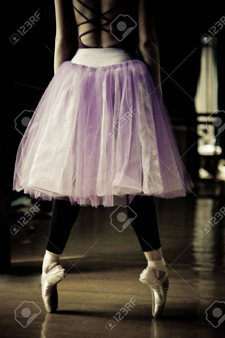 ballet dancer on her toes Stock Photo - 7235827