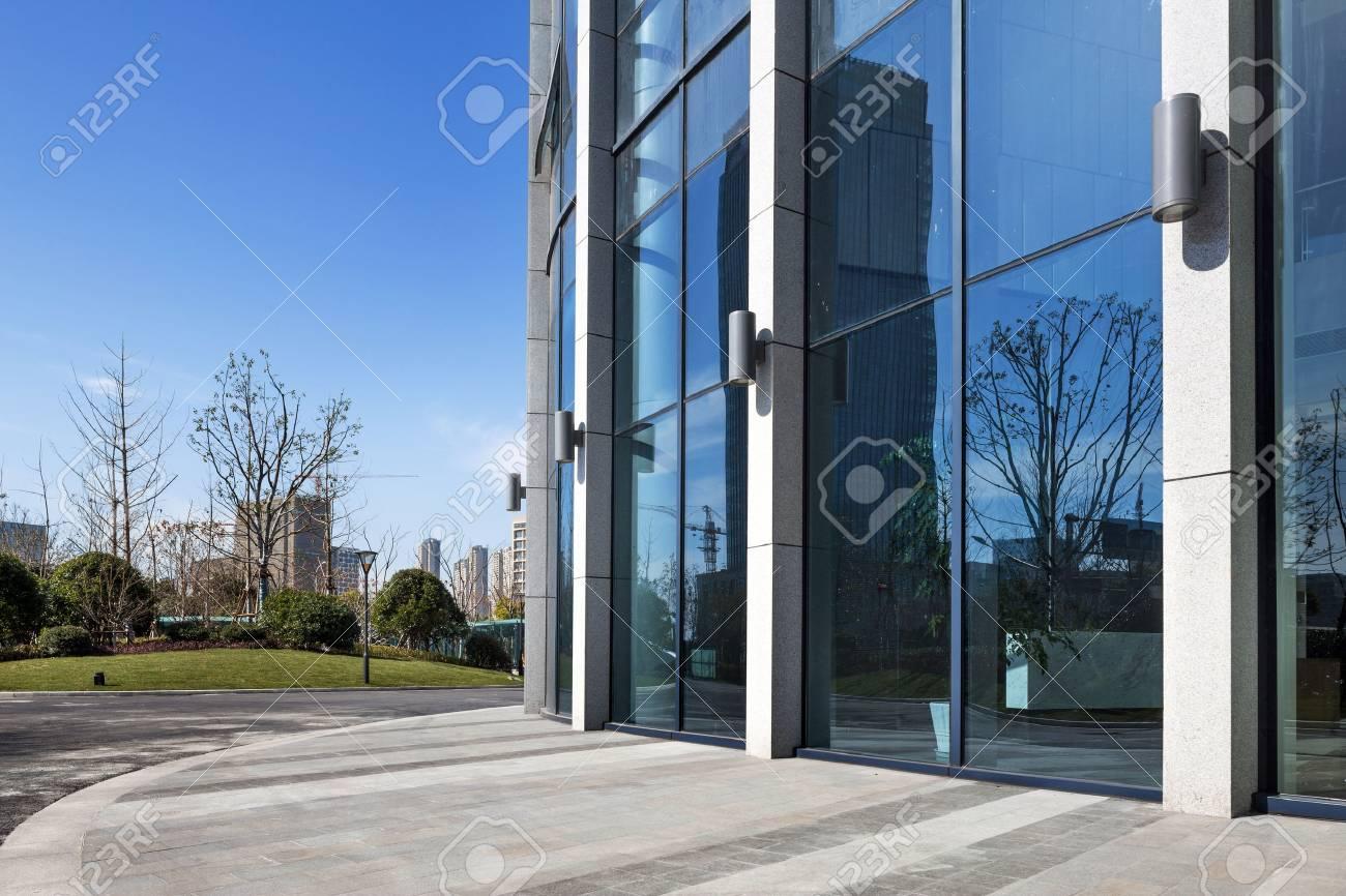 Immeuble de bureaux moderne papier peint u papiers peints façade