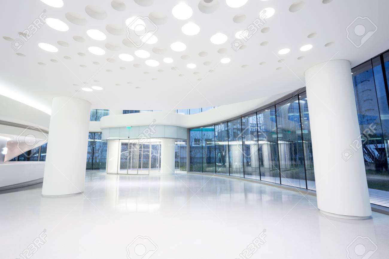 Ufficio Moderno Sa : Futuristico moderno ufficio edificio interni in città urbana foto