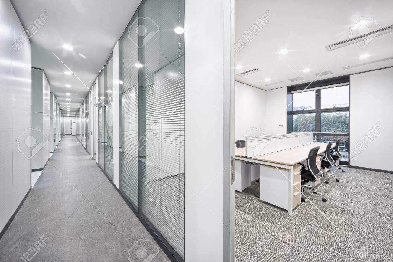 Salle de bureau moderne et l intérieur couloir banque d images et