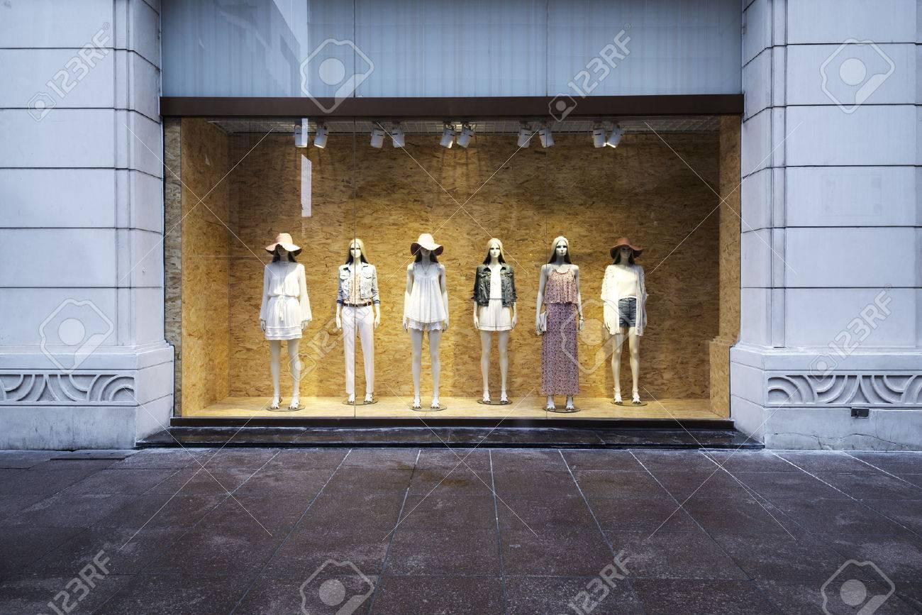 mannequins at shopfront - 42242873