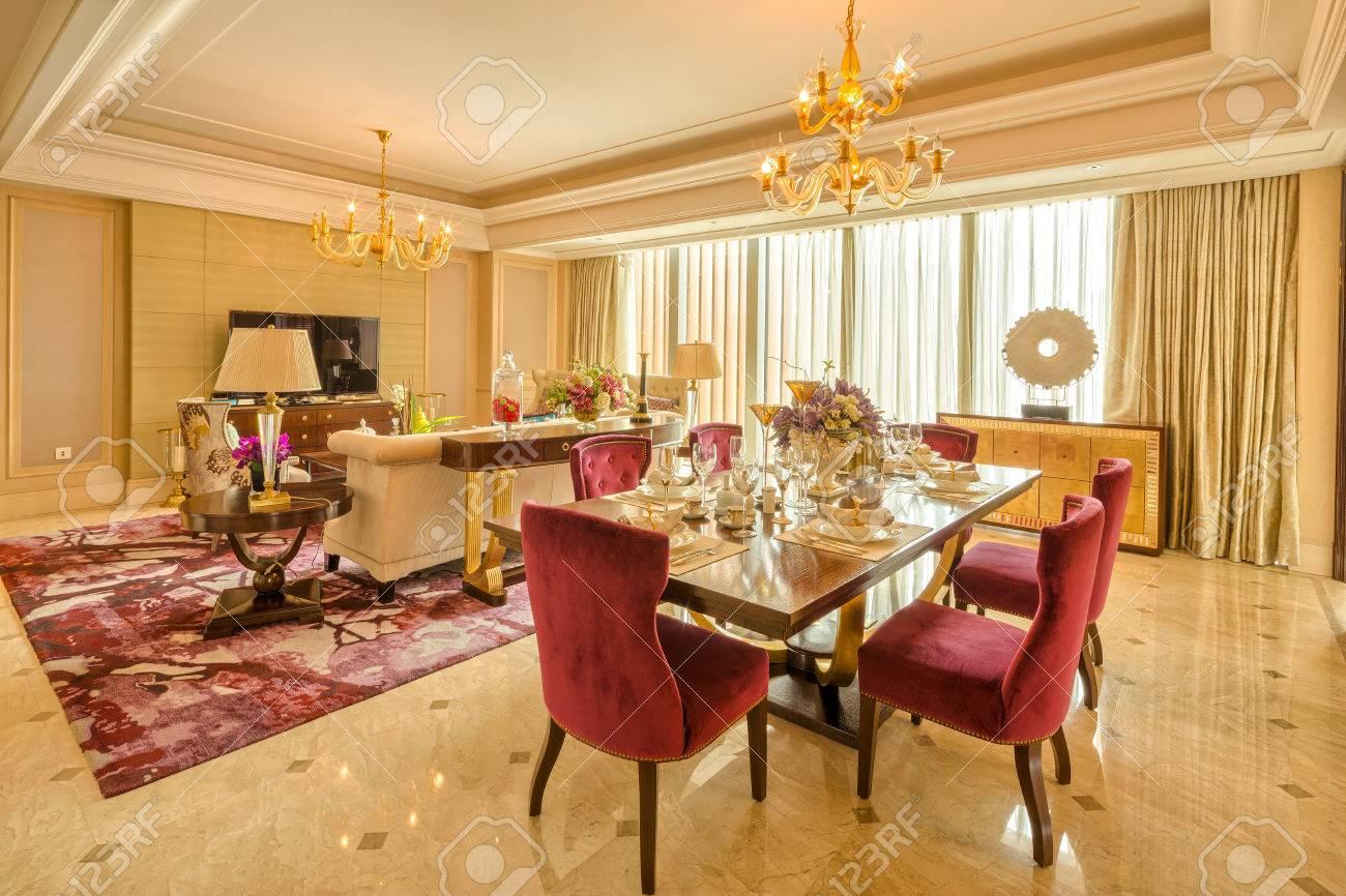 Luxus Wohnzimmer Und Möbel Mit Gehobenen Design Und Dekoration  Standard Bild   41229441
