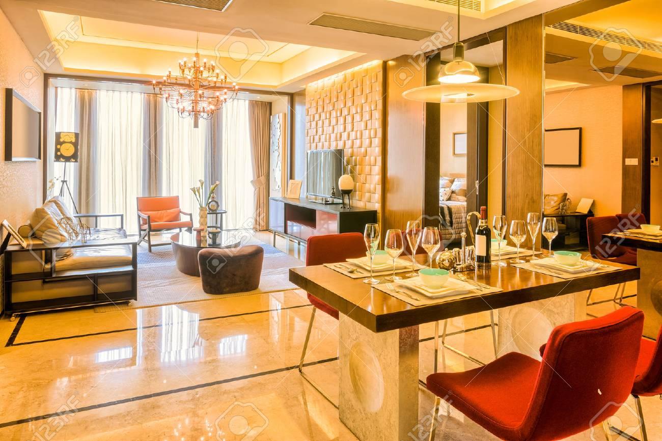 Fantastisch Luxus Wohnzimmer Und Möbel Mit Gehobenen Design Und Dekoration  Standard Bild   41229452
