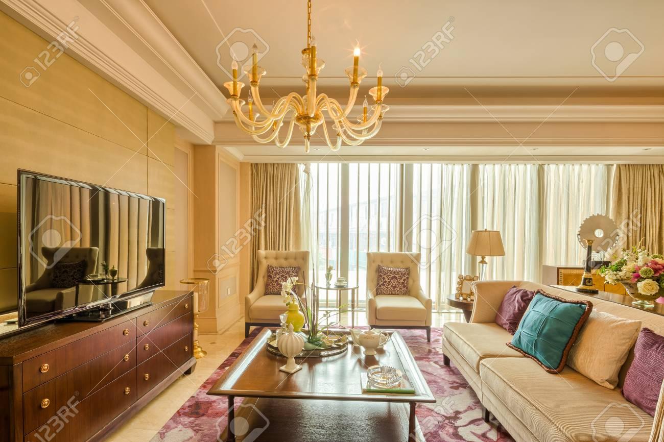 Luxus Wohnzimmer Und Möbel Mit Gehobenen Design Und Dekoration  Standard Bild   41229396