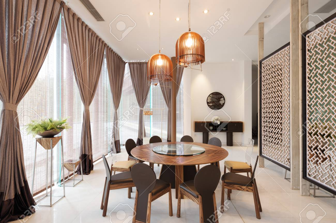 Muebles Y Decoración Del Comedor Moderno En El Hotel Fotos, Retratos ...