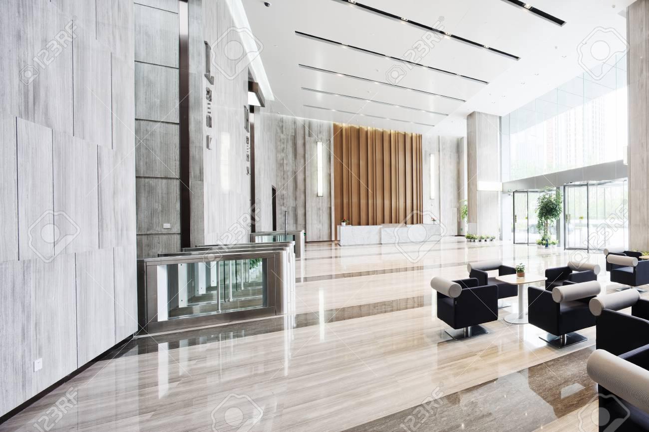 Intérieur De L & # 39 ; Entrée Moderne Chambre Dans Immeuble De ...