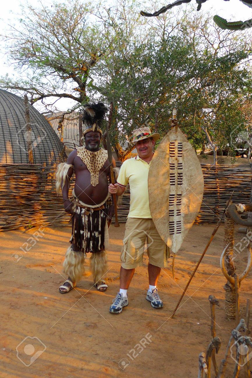 Zulu Shakaland シュシュルウェ、南アフリカ - 9 月 14 日: ズールー語チーフは 2009 年