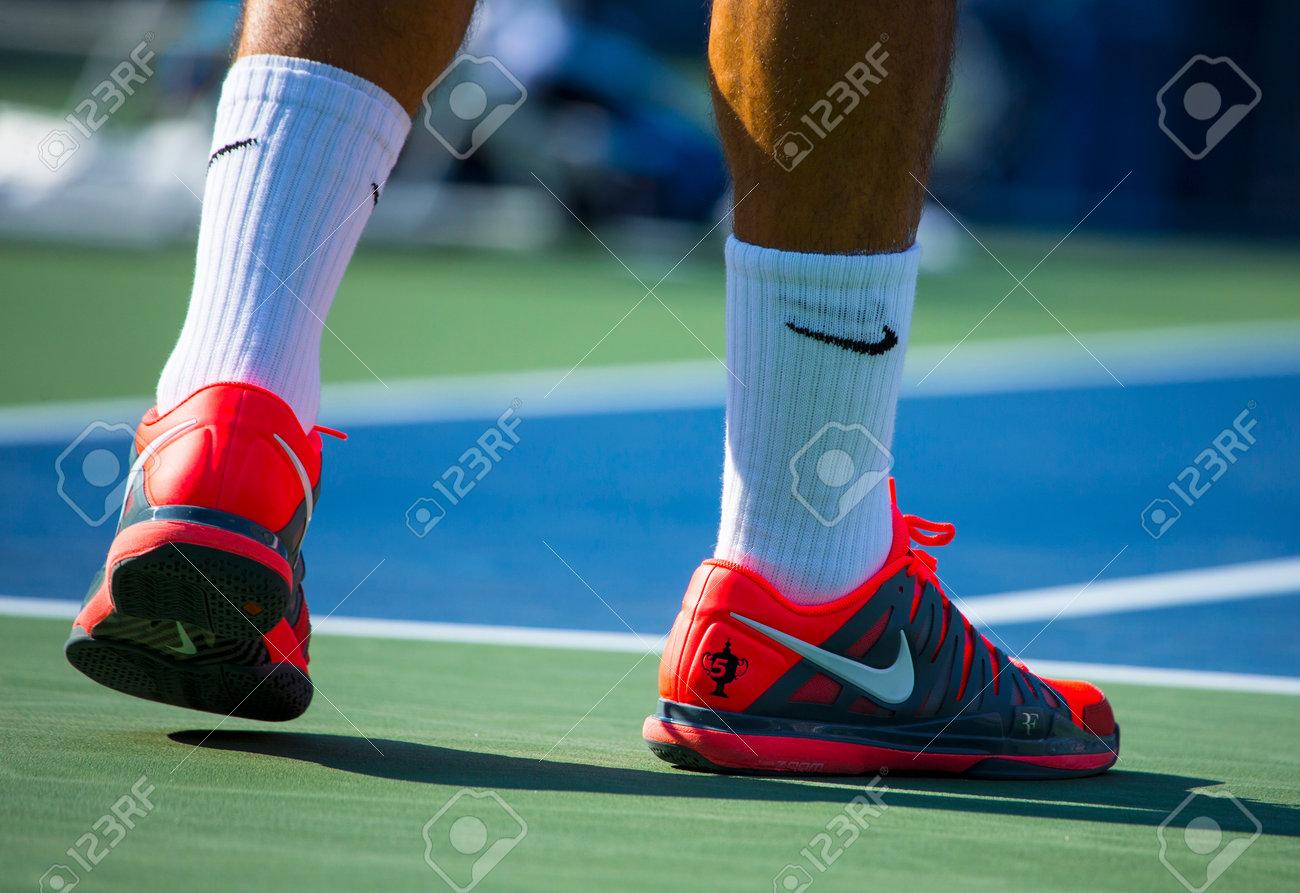 NEW YORK Le champion le 27 août Dix sept fois en Grand Chelem Roger Federer porte personnalisés Nike chaussures de tennis pendant l'allumette au US