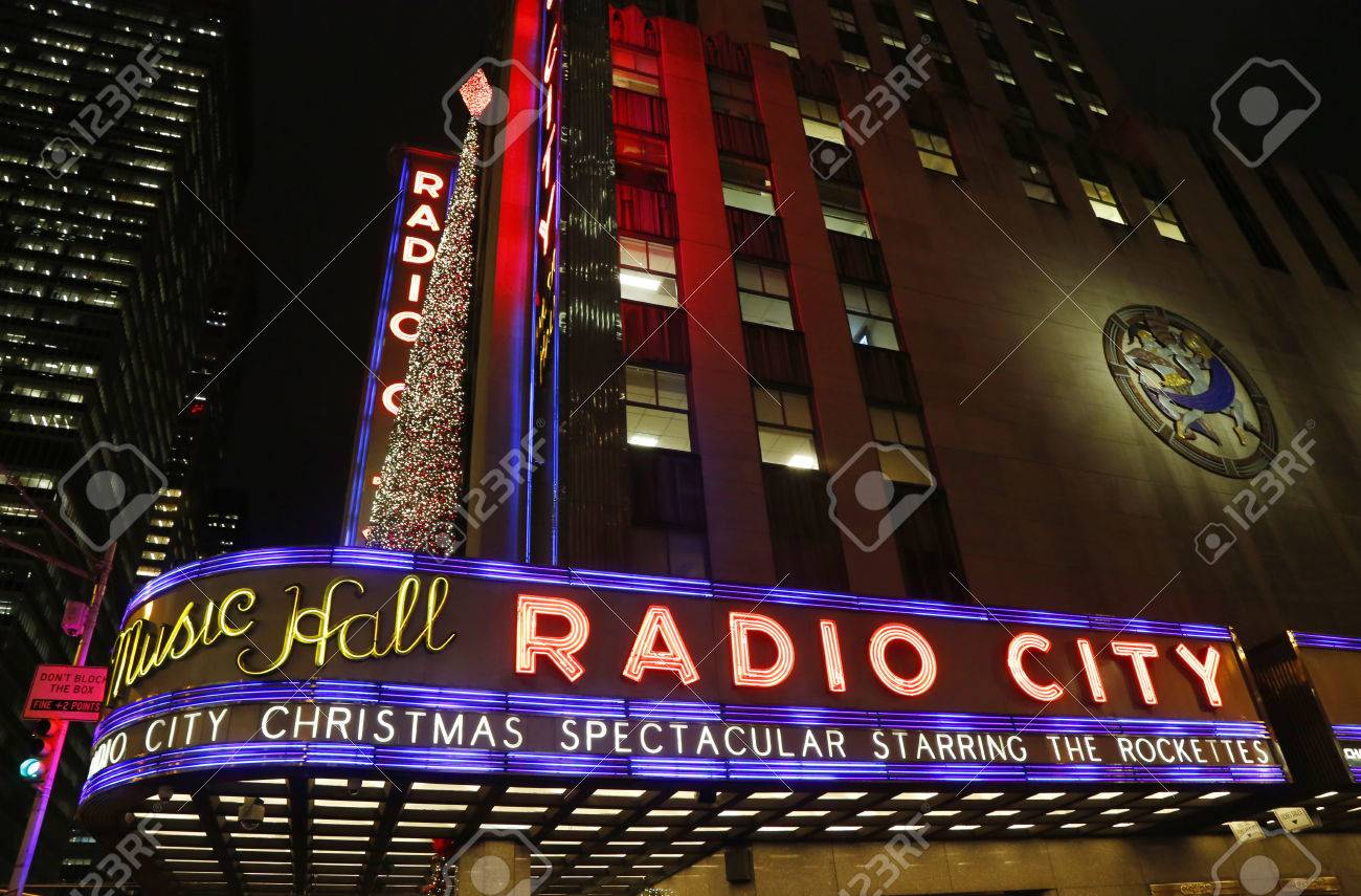NEW YORK - DECEMBER 18: New York City Landmark, Radio City Music ...